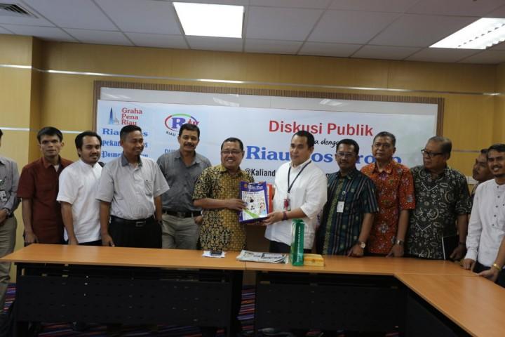 Pimpinan UIR Sambangi Harian Pagi Riau Pos