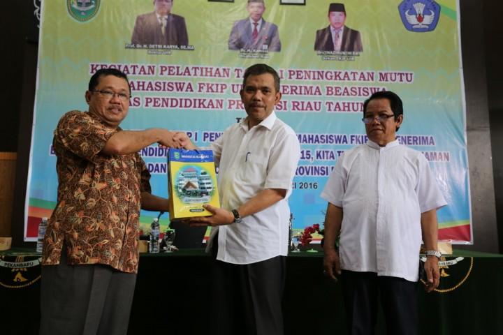 Workshop Penerima Beasiswa Pemprov Riau